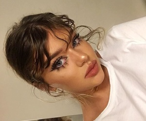 babe, curly hair, and makeup image
