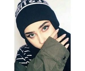 بُنَاتّ, عيٌون, and حجاب image