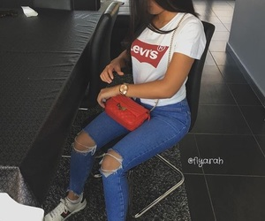 levis and outfit image