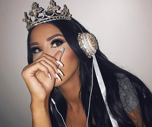 girl, nails, and crown image