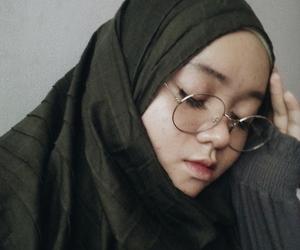 girl, grey, and hijabster image