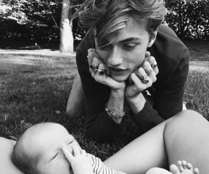 baby, lucky blue smith, and dad image
