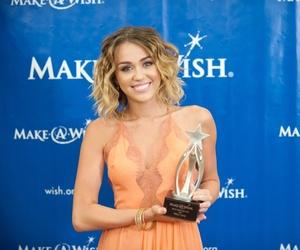 award, wavy hair, and blue eyes image