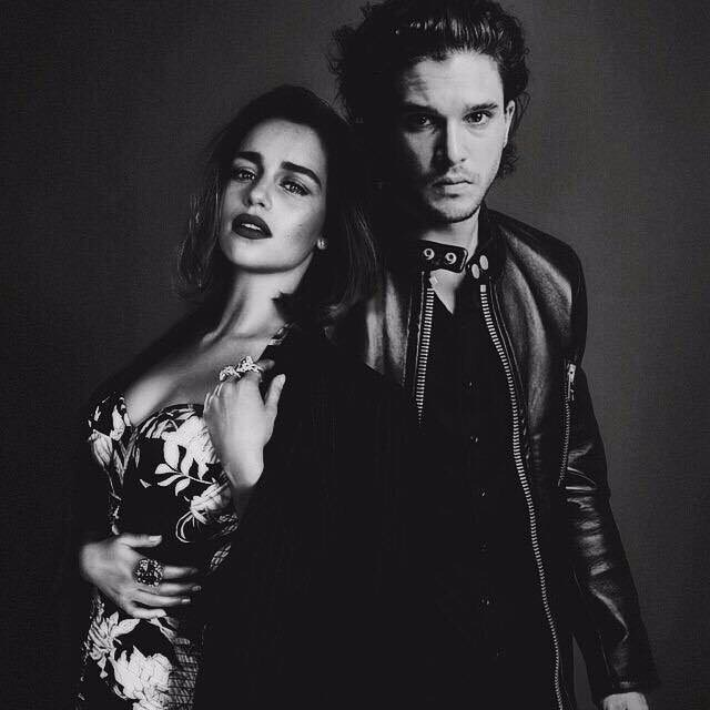 Gameoftrons Mother Of Dragons John Snow Game Of Trons Emilia Clarke Black White Black And White