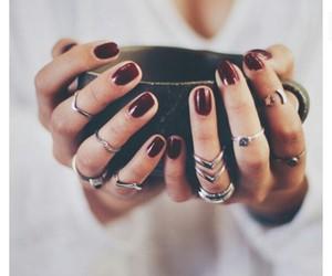 manos, taza, and anillos image