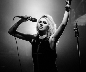 bands, hard rock, and momsen image