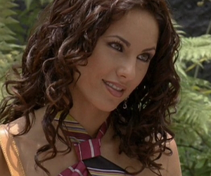 brunette, curly hair, and la descarada image