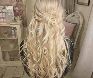 girl, cabello rubio, and peinados image