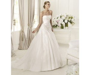 Blanc, Pronovias, and divers image