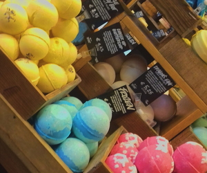 colors, lush, and bath bomb image