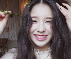 headers, girl groups, and heejin image
