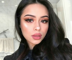 girl and makeup image