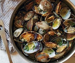 food and clams image