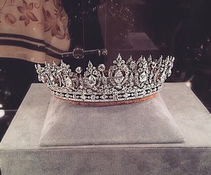 crown, Queen, and diamond image