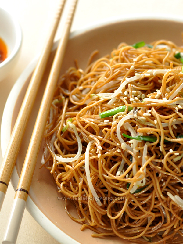Soy sauce fried noodles aka chow mein hong kong food blog with soy sauce fried noodles aka chow mein hong kong food blog with recipes cooking tips mostly of chinese and asian styles taste hong kong forumfinder Gallery