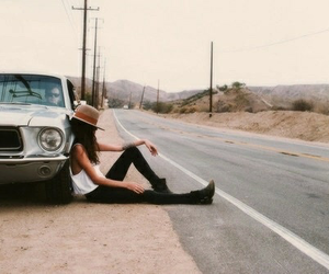 car and hat image