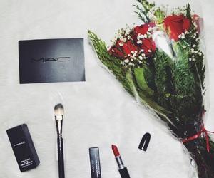 brush, makeup, and rosas rojas image