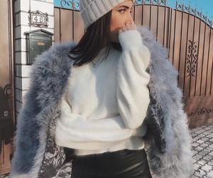 девушка, шуба, and зима image