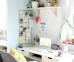 desk and decoration image