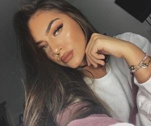 girls, highlight, and makeup image