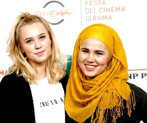 skam, beauty, and girls image