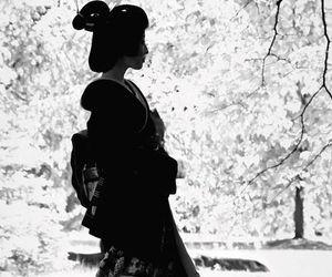 black and white, geisha, and geiko image