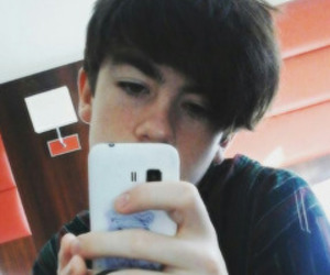 icons and declan mckenna image