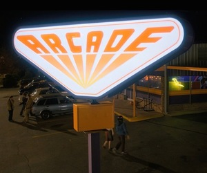 arcade, stranger things, and screen caps image