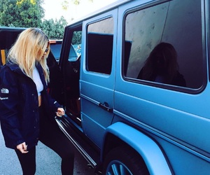 kylie jenner and car image
