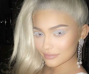 kylie jenner, Halloween, and king kylie image