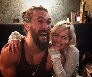 jason momoa, emilia clarke, and couple image