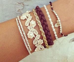 accessories and مجوهرات image