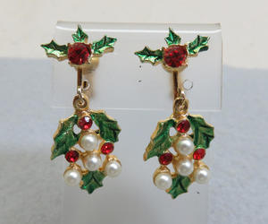 red and green, vintage earrings, and christmas earrings image