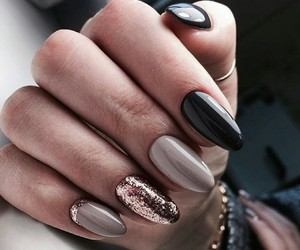 nails and shine image