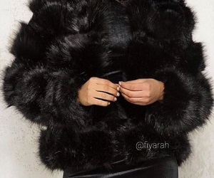 black, clothes, and fourrure image
