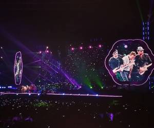 coldplay, a head full of dreams, and concert image
