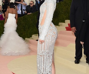kylie jenner, met gala, and beauty image