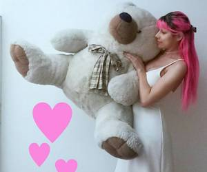 pink hair, cabelo rosa, and giant teddy bear image