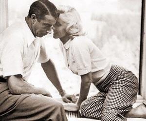Marilyn Monroe and joe dimaggio image