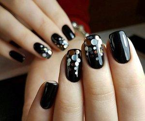 black and nail image