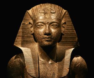 تفسير فرعون في الحلم رؤية فرعون في المنام