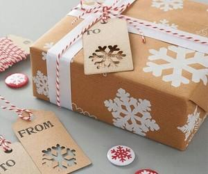 christmas gift wrapping image