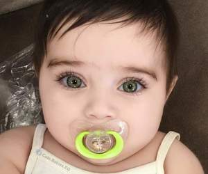 baby, crianca, and olhos verdes image