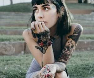 hannah, Tattoos, and flequillo corto image