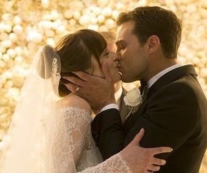Jamie Dornan, dakota johnson, and kiss image