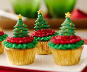food, christmas, and cupcakes image