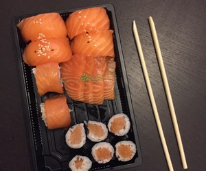 sushis, 😘, and 😁 image