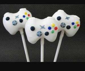control, videojuegos, and cakepops image