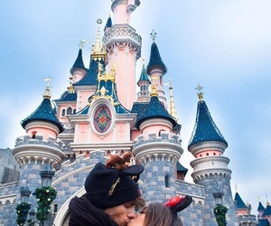 couple and kiss image