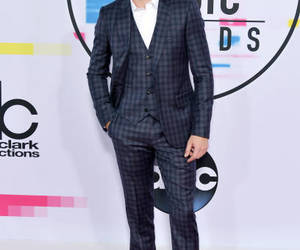 music, amas, and red carpet image